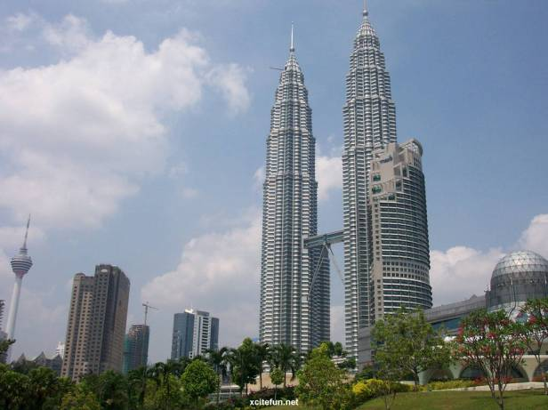 253946,xcitefun-petronas-towers-3